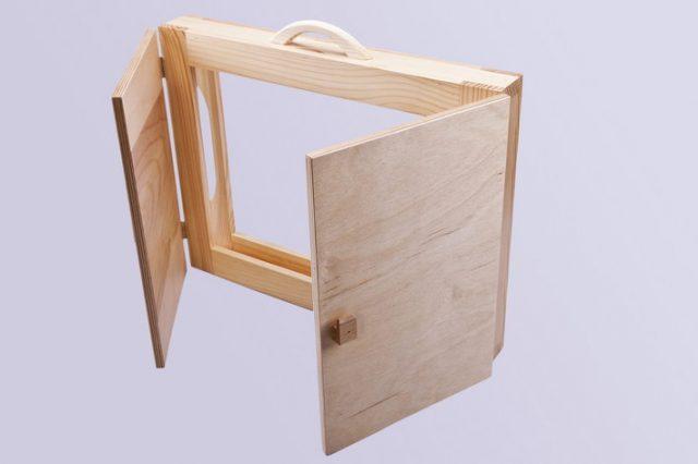 przód teatrzyku kamishibai - dwurzwiowego, drewnianego do czytania kamiszibaj