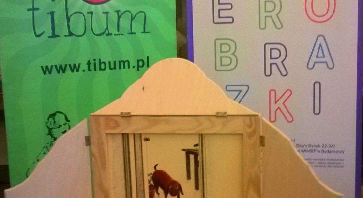 zdjęcie z festiwalu książki kamishibai z tyłu baner Literobrazki